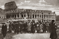 0409332 © Granger - Historical Picture ArchiveWORLD WAR I: ROME, 1919.   Presidential party pictured in front of the Colosseum while touring historic sites in Rome, Italy. Photograph, 1919.