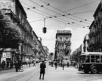 0123152 © Granger - Historical Picture ArchiveSICILY: CATANIA.   Street scene in Catania, Sicily, Italy. Photograph, mid 20th century.
