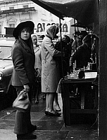 0562574 © Granger - Historical Picture ArchiveGREAT BRITAIN.   Market on Portobello Road in London. Full credit: Gert Mähler / Süddeutsche Zeitung Photo / Granger, NYC -- All rights reserved.