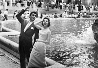 0562968 © Granger - Historical Picture ArchiveITALY.   Margit Nuenke and Rik Battaglia at the Trevi Fountain in Rome. Full credit: Kurt Schraudenbach / Süddeutsche Zeitung Photo / Granger, NYC -- All rights reserved.
