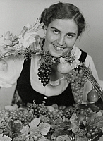 0580046 © Granger - Historical Picture ArchiveGERMANY.   The Palatine young winemaker Elizabeth Fitz (later Elizabeth Keller) from Edenkoben an der Weinstrasse, after she had been elected the German Wine Queen 1936/37 on the big Palatinate wine festival in Neustadt an der Weinstrasse. Full credit: Scherl / Süddeutsche Zeitung Photo / Granger, NYC -- All rights reserved.