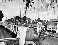 0610191 © Granger - Historical Picture ArchiveVIETNAM.   Cß?ºu Sß?»t ?Éa Kao, Graham Greene's 'Dakow Bridge' in Saigon (now Ho Chi Minh City), 1948. Full credit: Pictures from History / Granger, NYC -- All rights reserved.