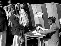 0618532 © Granger - Historical Picture ArchiveINDIA.   First Lok Sabha general election, Delhi, January 1952. An elderly woman is carried to vote at a polling station near the Jama Masjid (Friday Mosque) in Old Delhi. Full credit: Pictures from History / Granger, NYC -- All rights reserved.