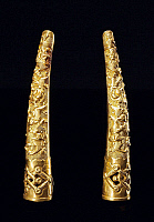 0620814 &copy; Granger - Historical Picture ArchiveCHINA.   Elaborate gold and jewelled <i>zhijia tao</i> or finger stall favoured by Manchu noblewomen, late Qing Dynasty. Full Credit: CPA Media - Pictures from History / Granger, NYC.