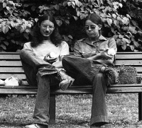 0622102 © Granger - Historical Picture ArchiveAMSTERDAM: HIPPIES, 1973.   A pair of hippies eating apples in a park, Amsterdam, the Netherlands. Photograph, 1973. Full Credit: ullstein bild - ullstein bild / Granger, NYC. All Rights Reserved.