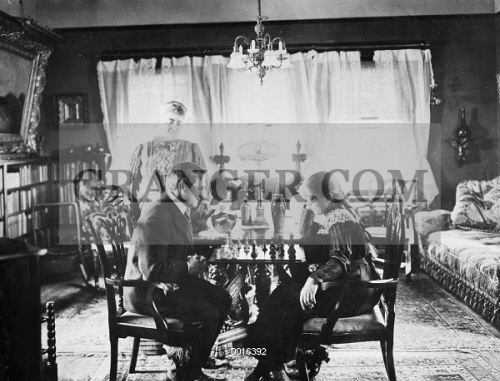 NEW YORK FAMILY, c1900. 