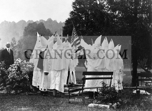 ku klux klan meeting The ku klux klan (/ at an 1867 meeting in nashville, tennessee, klan members gathered to try to create a hierarchical organization with local chapters.