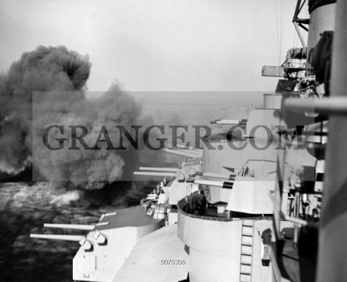 KOREAN WAR USS IOWA 1952 Sixteen Inch Turret Guns Of The