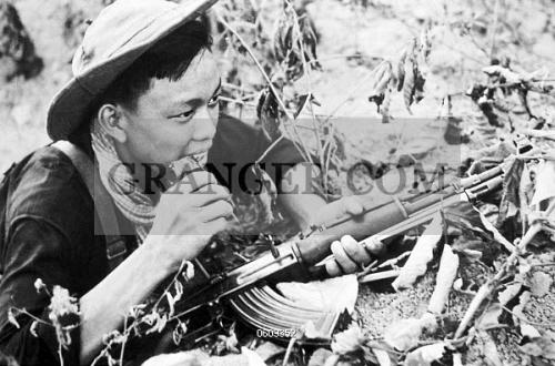 0609352-VIETNAM-NLF-Viet-Cong-soldier-wi